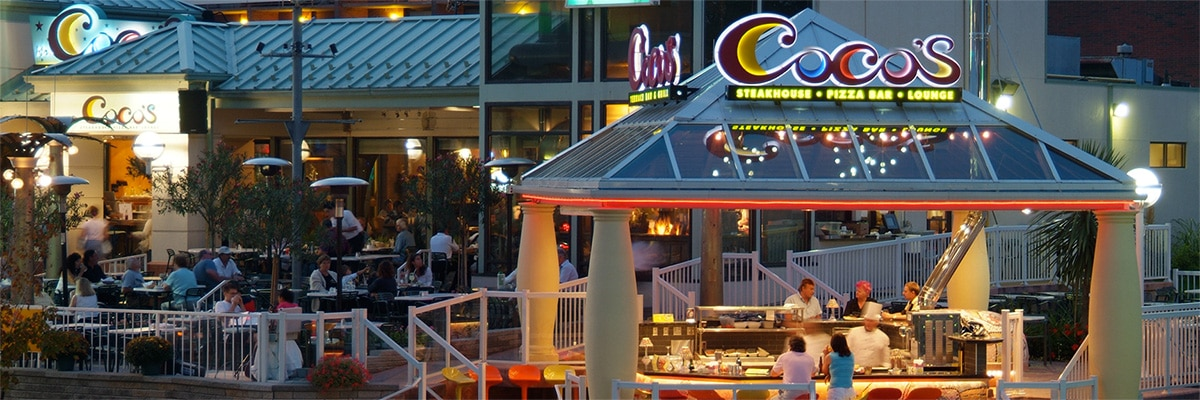 Dining at the Niagara Falls Coco's patio with outdoor chefs