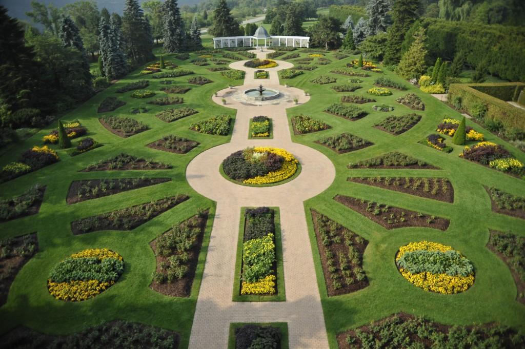Niagara falls gardens overview